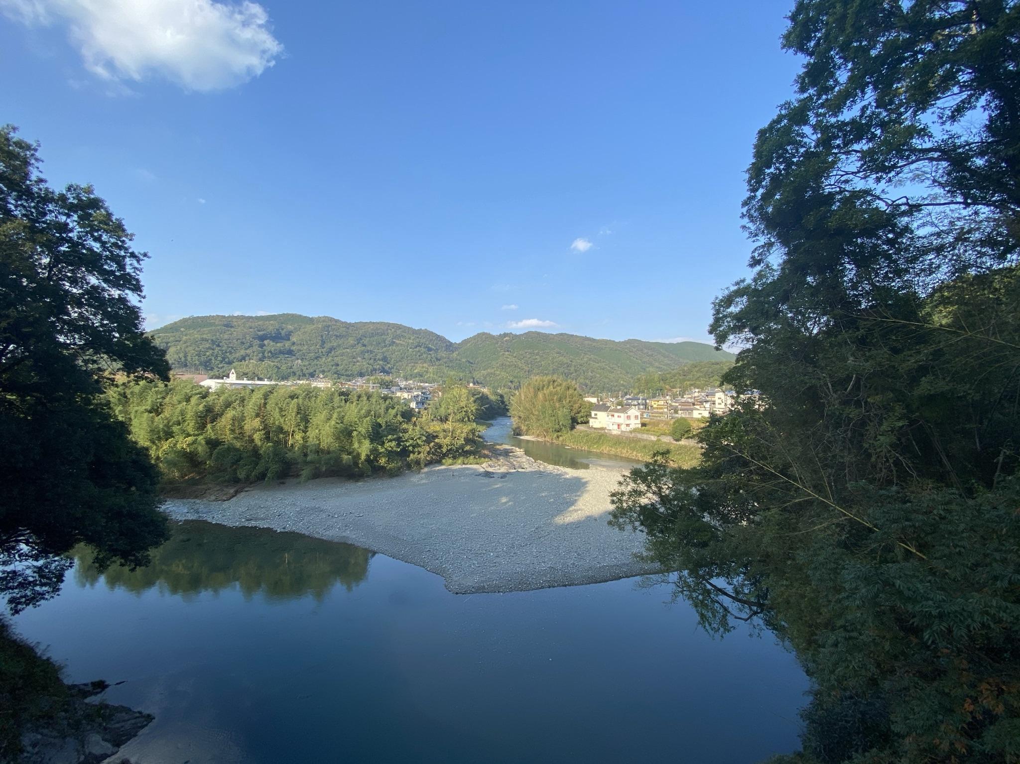 和歌山県紀美野町にある広大な土地、建物、空き地、建物、駐車場等です。